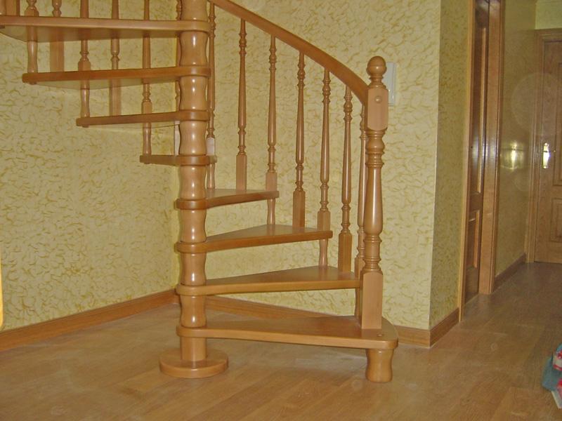 Torneados fuentespalda barandillas y escaleras de madera - Escaleras de caracol de madera ...