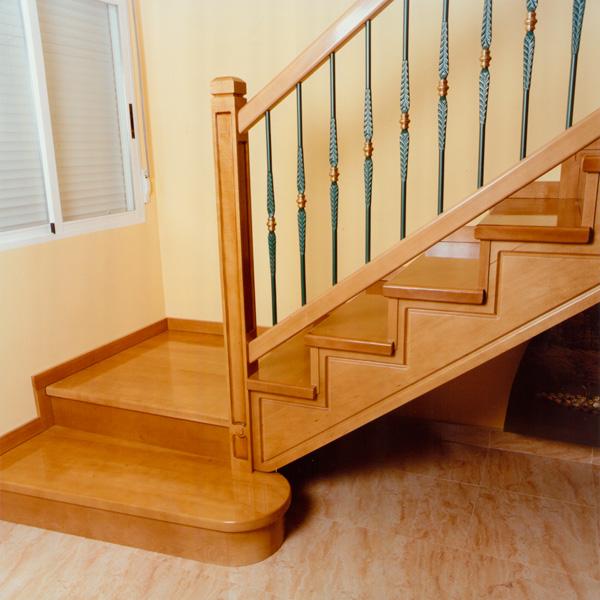 Torneados fuentespalda barandillas y escaleras de madera for Fotos de escaleras rusticas