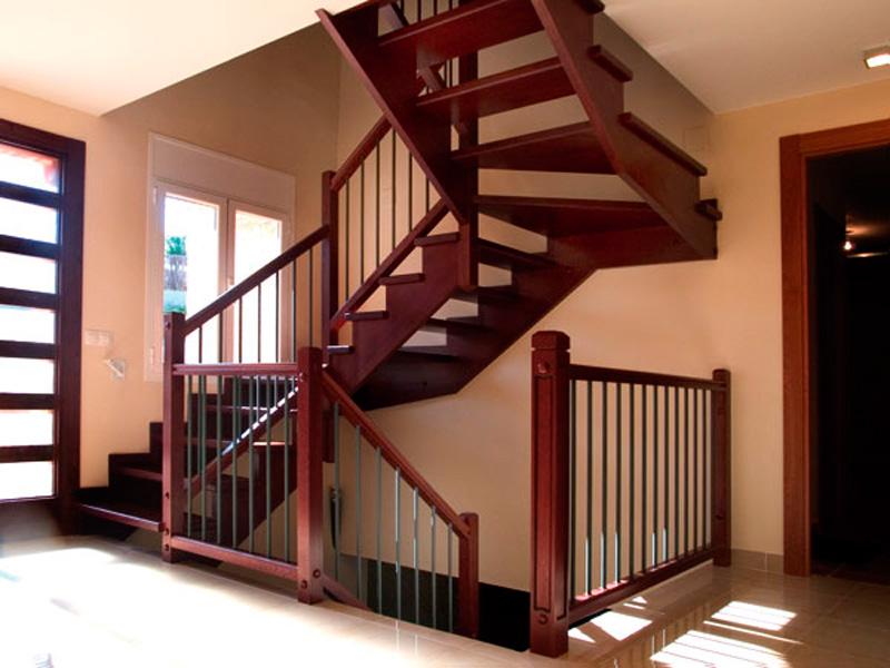 Torneados fuentespalda barandillas y escaleras de madera for Escaleras de fierro para casa