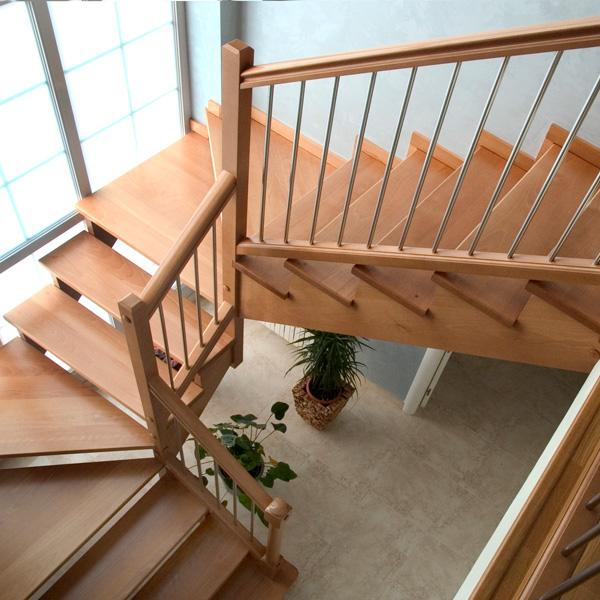 Torneados fuentespalda barandillas y escaleras de madera for Casas con escaleras de madera