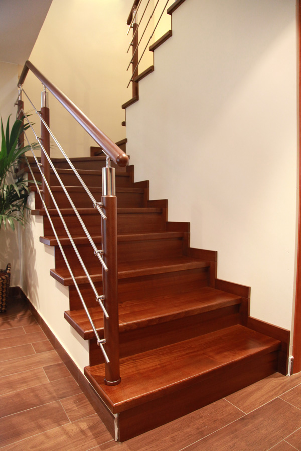 Torneados fuentespalda barandillas y escaleras de madera - Escaleras forradas de madera ...
