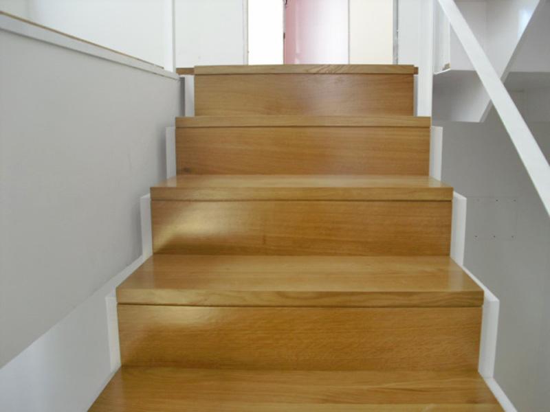 Torneados fuentespalda barandillas y escaleras de madera for Escaleras en forma de u