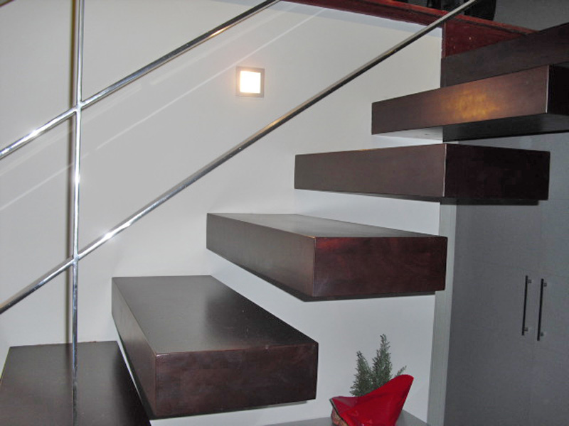 Torneados fuentespalda barandillas y escaleras de madera - Escaleras de peldanos ...