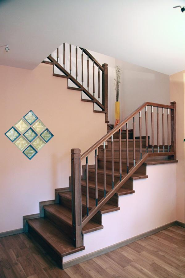 Torneados fuentespalda barandillas y escaleras de madera for Escaleras de sala