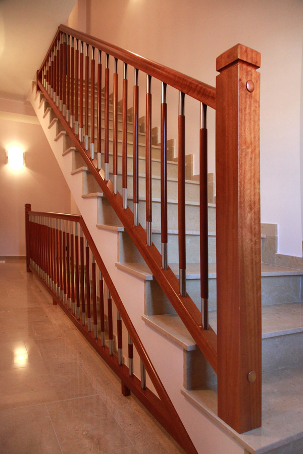 Torneados fuentespalda barandillas y escaleras de madera for Huecos de escaleras modernos