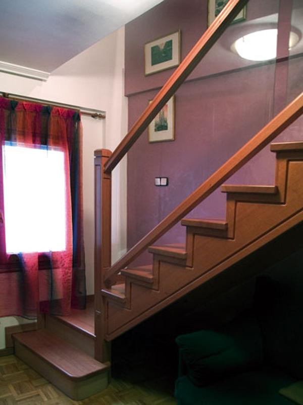Interior de la escalera de hierro escalera barandilla - Barandillas de madera para interior ...