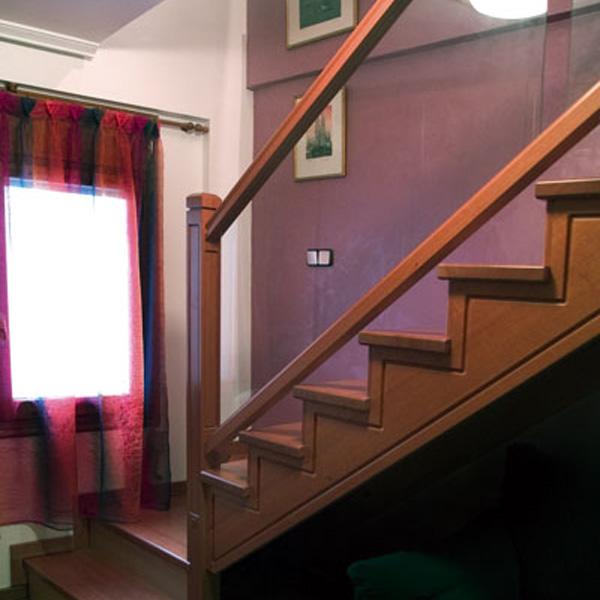 Torneados fuentespalda barandillas y escaleras de madera forja hierro acero inoxidable y - Escaleras de cristal y madera ...