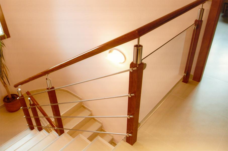 Pin barandas acero inoxidable con acabados madera vidrio - Escaleras y barandillas ...