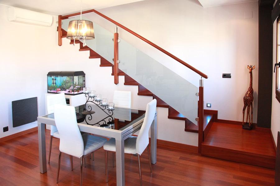 Baranda de escalera de hierro escalera de hierro con - Escaleras de cristal y madera ...