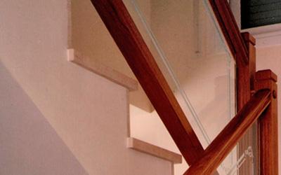 Barandillas de madera y cristal